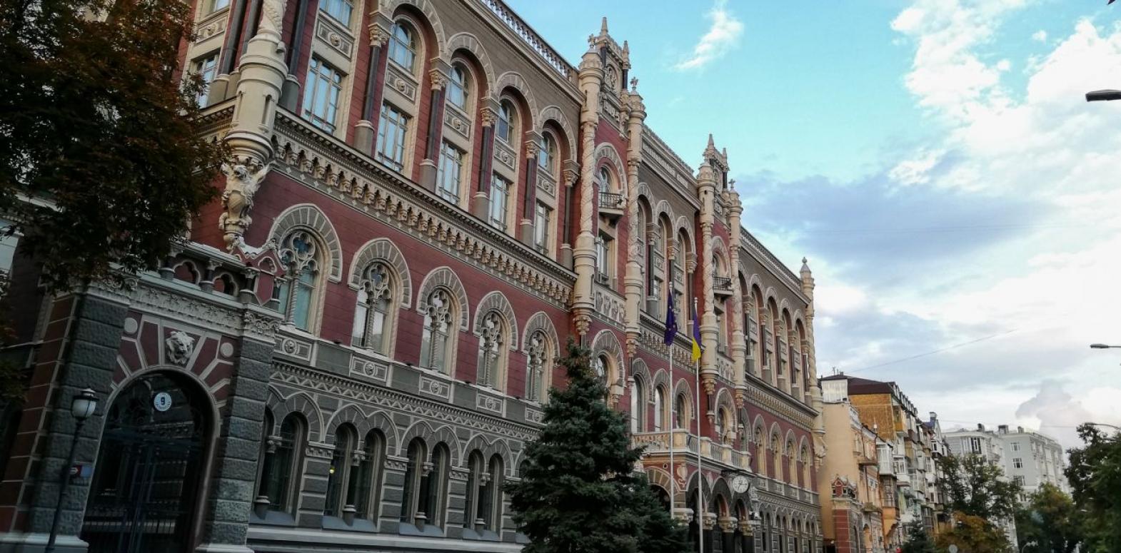 Украина за месяц потеряла треть миллиарда долларов резервов
