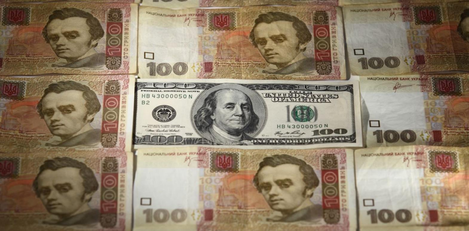 Курс доллара падает второй день подряд после двухнедельного роста