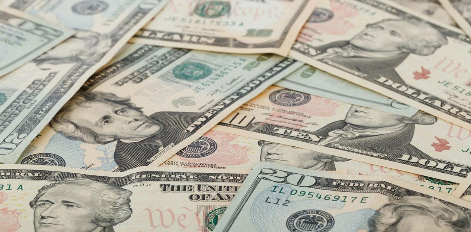 Курс доллара упал после трехдневного роста